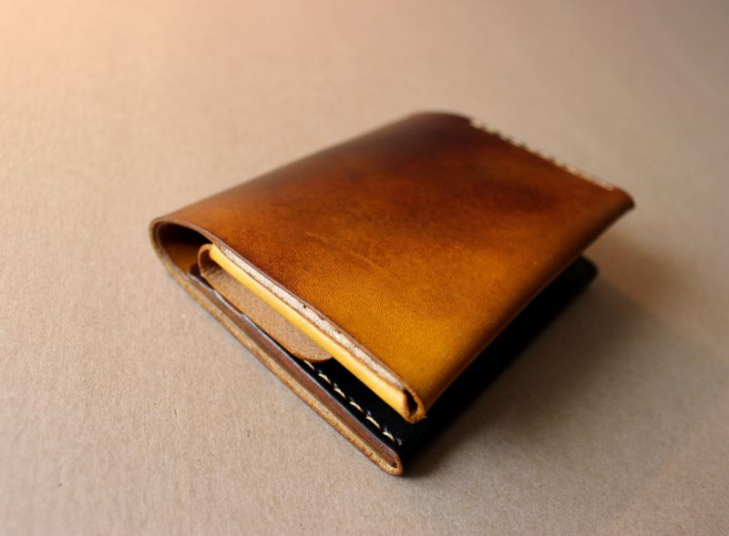 Note.c / Elegant and simple folded wallet with coin pocket